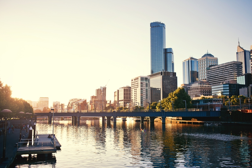 The beautiful Yarra River runs through the centre of Melbourne.