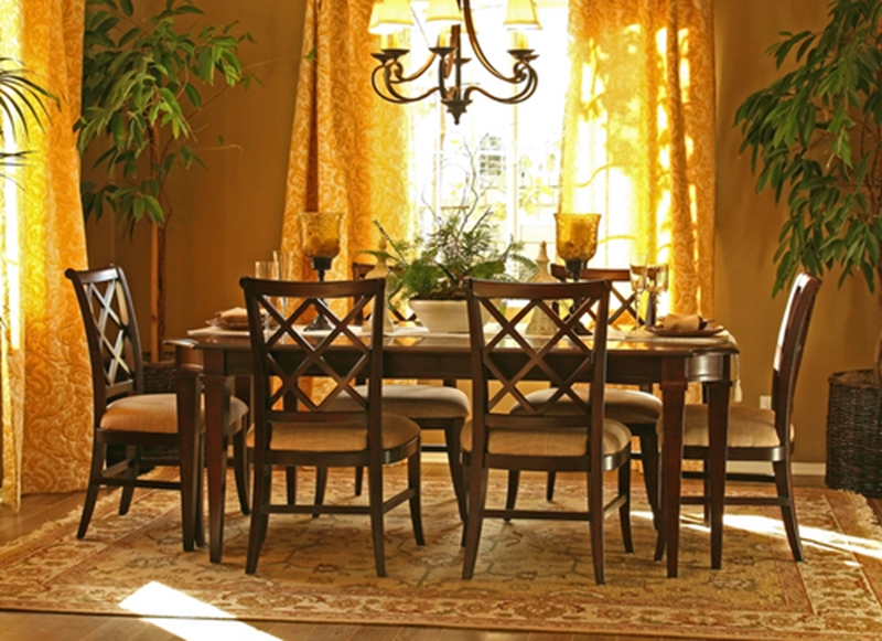 Bright, bold curtain colours in warm tones such as yellow or orange would suit a vintage interior style.