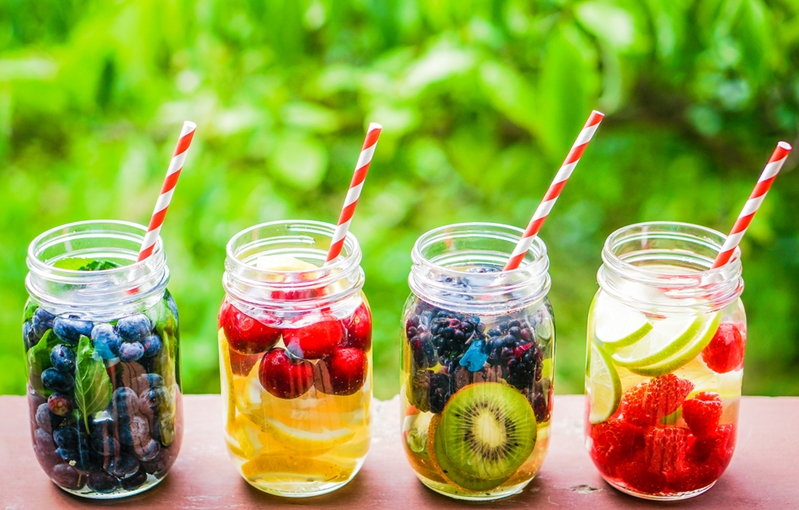 Take inspiration from fruity non-alcoholic beverages for a pregnancy-friendly maternity party.