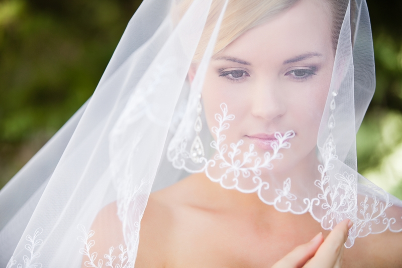 Stay classy with minimal make up for your wedding day.