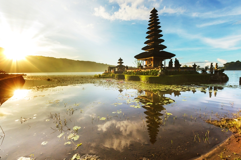 It's essential that you be respectful when visiting one of Bali's beautiful temples.