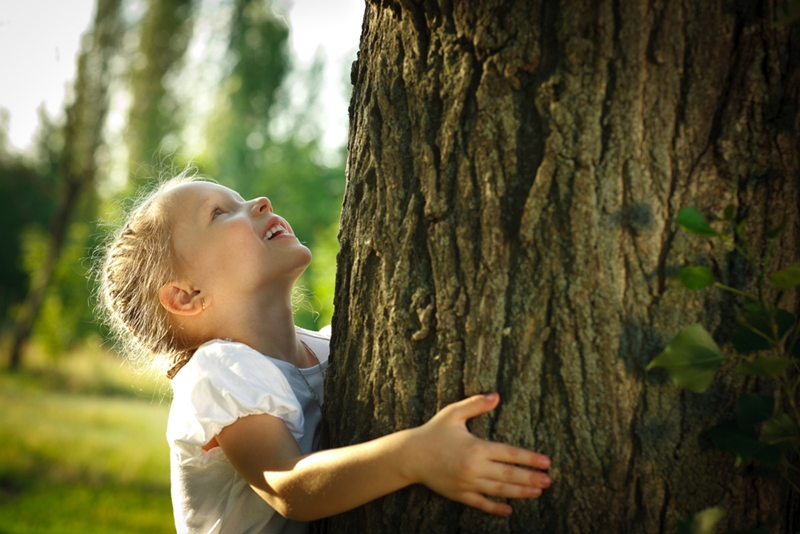 Get your kids outside with these two great DIY projects.