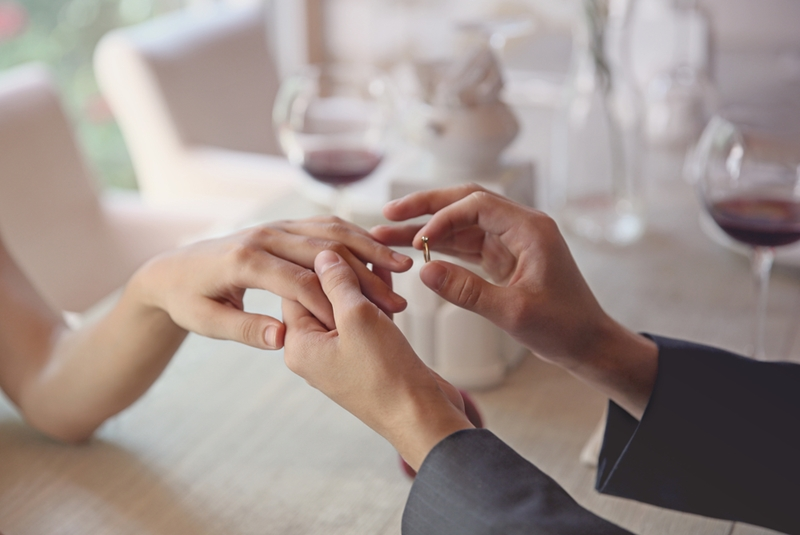 In some countries, both partners wear engagement rings.