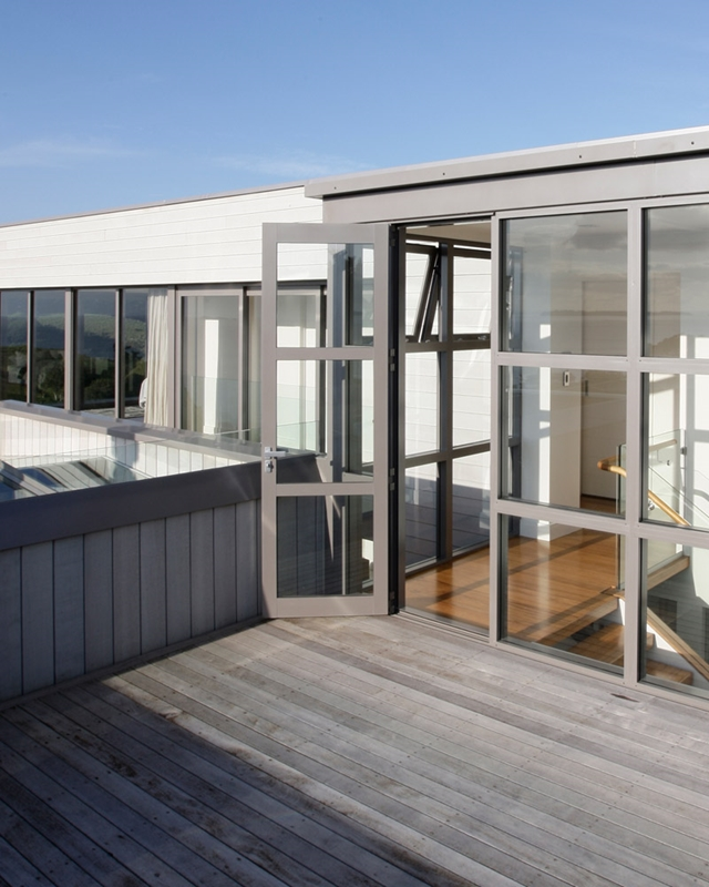 Aluminium is a great choice for doors that are strong, enduring, and attractive.