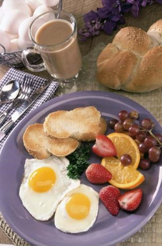 Start your day with eggs and other brain-boosting foods!