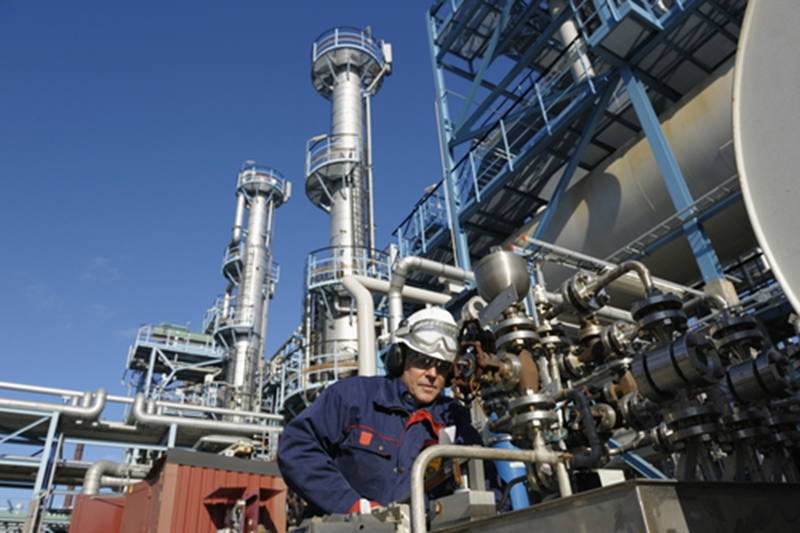 Density gauges enable workers to more accurately measure liquid density in industrial processes.