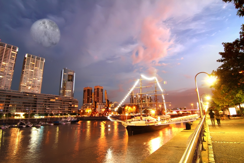 When the sun goes down, Buenos Aires comes to life.