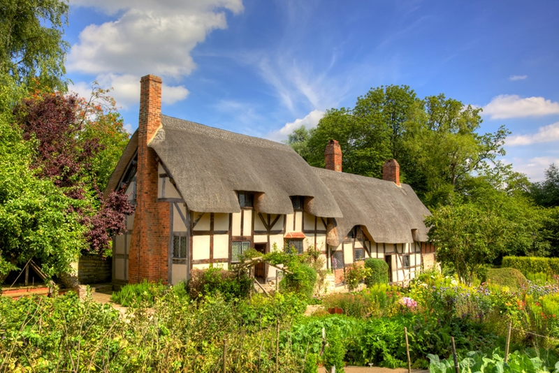 Anne Hathaway's Cottage is a wonderful place to spend an afternoon in the country.