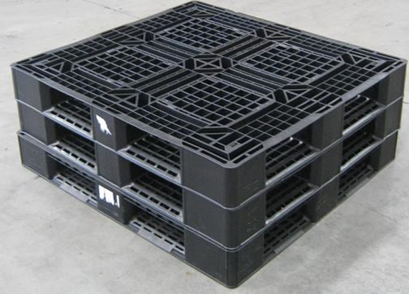 Storing when loaded or in vertical shelving is possible with stackable pallets.