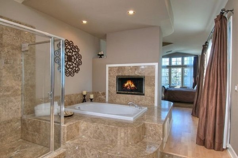 x_0_0_0_14112196_800.jpg & How fireplaces and candles can create the perfect romantic bathroom